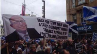 """Manifestació contra el """"biaix"""" informatiu de la BBC a favor del no"""