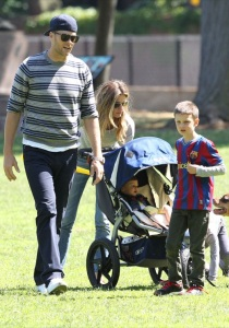 51451927 New England Patriots Quaterback Tom Brady spends father's day with his wife Gisele Bundchen and his three kids John, Benjamin, and Vivian playing at the park in Boston, Massachusetts on June 15, 2014. FameFlynet, Inc - Beverly Hills, CA, USA - +1 (818) 307-4813
